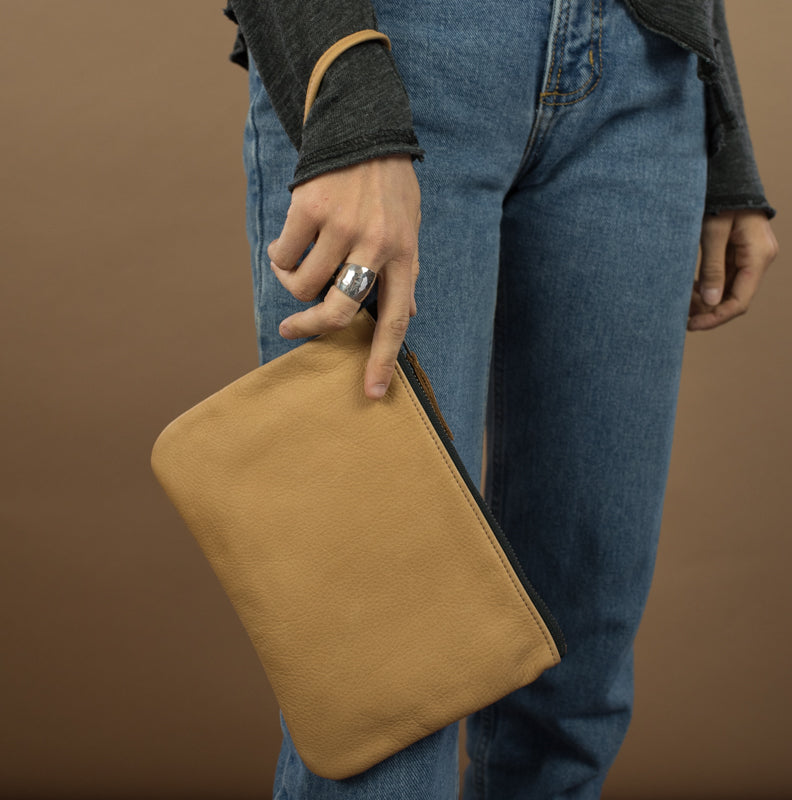 Leather Go-Bag in Buckskin