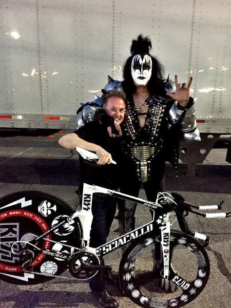 Gene Simmons holding his Sciacallo Bacio triathlon bike