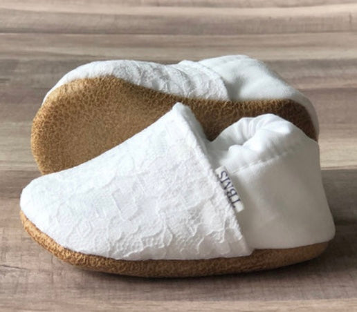 Lacy White Trendy Baby Moccs