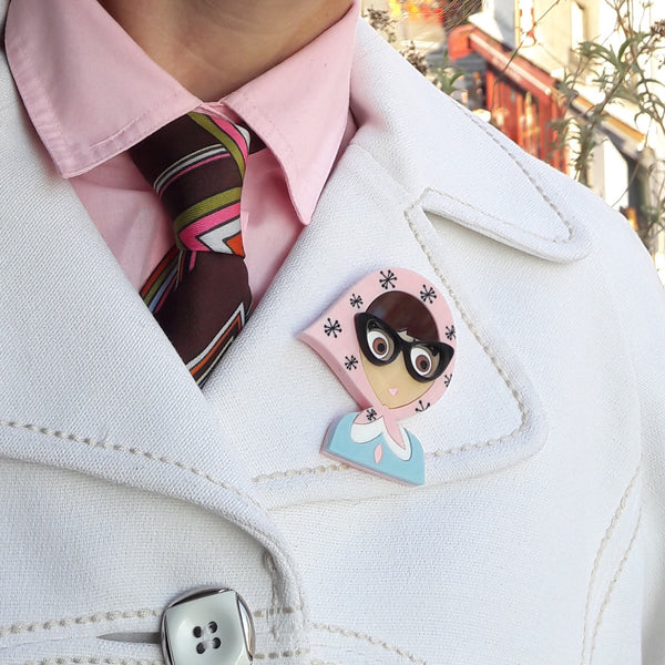 ALVA Acrylic Brooch, a girl from the fifties with retro glasses - Isa Duval