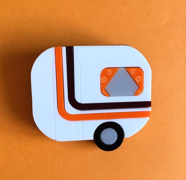 😎HOLIDAYS Acrylic Brooch, a small caravan for a happy holiday⛱ - Isa Duval