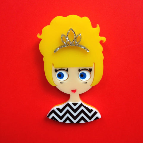 LAURA Acrylic Brooch. Yes, it's happening again! - Isa Duval