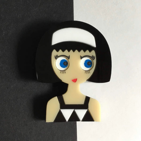 LINDA Acrylic Brooch - Fashion girl with a black and white geometric dress▫️ - Isa Duval