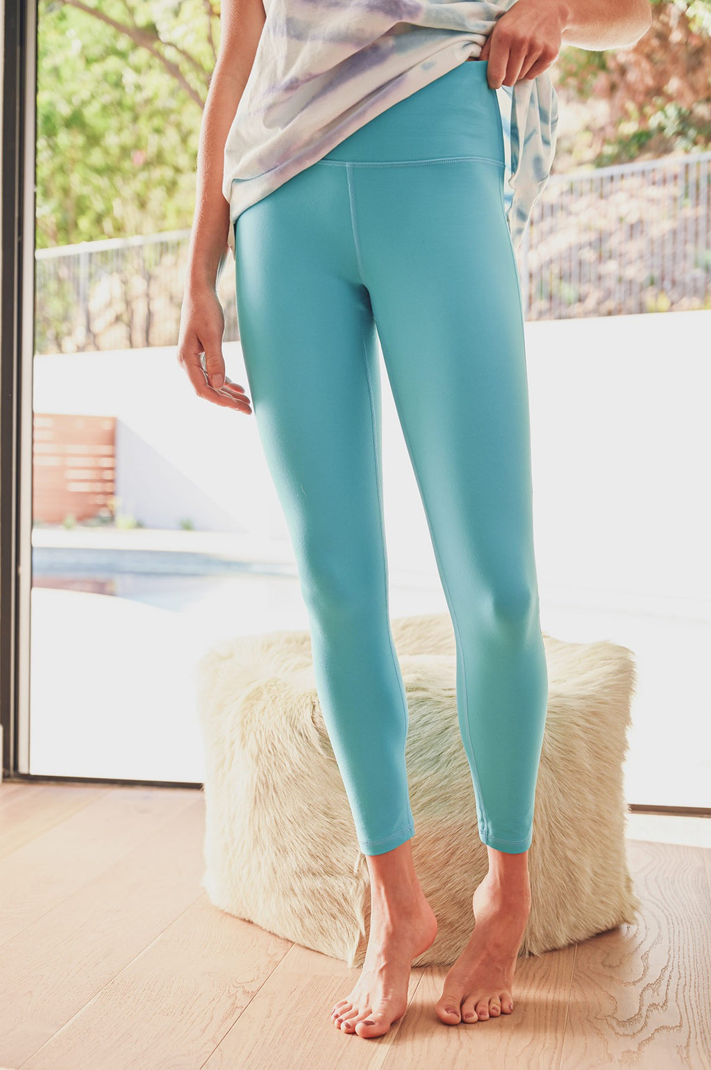 Turquoise Solid Athletic Leggings