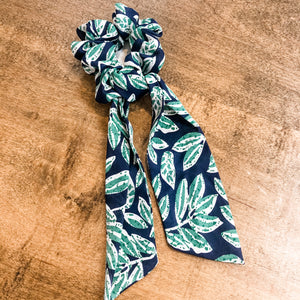 SCRUNCHIE SCARVES- Green Leaf