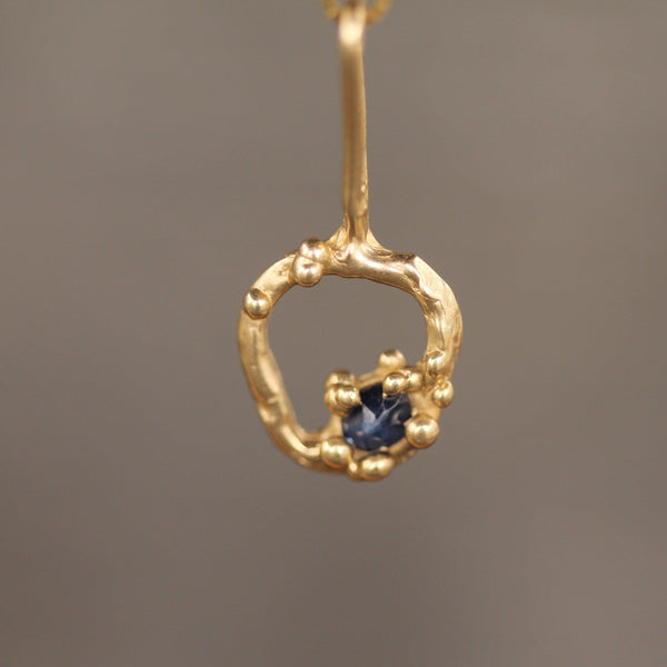 10k yellow gold pendant with blue sapphire