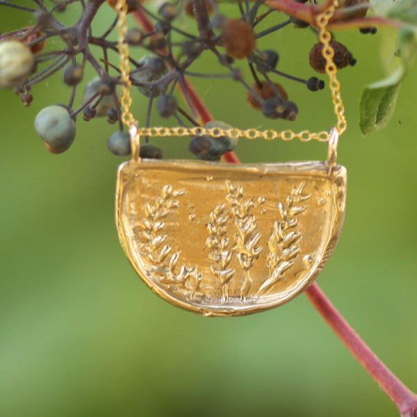 Lupin pendant in yellow bronze