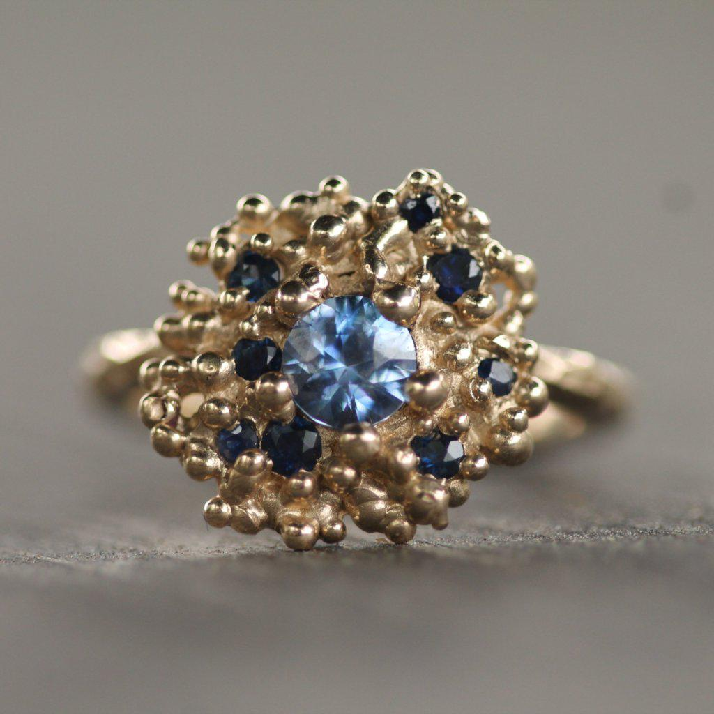 Golden bubbles surrounded by little dark blue sapphires