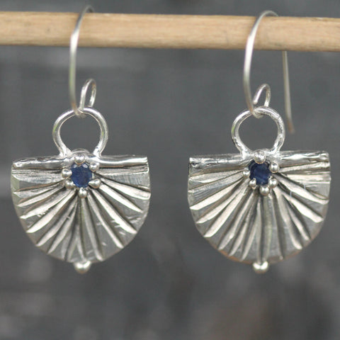 Setting Moon Earrings <li> Silver