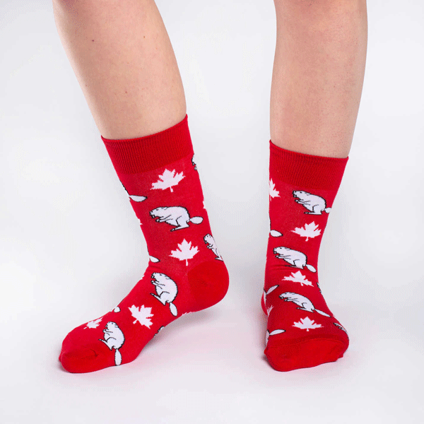 These fun socks feature white maple leaves and beavers all over a base of bright red. Spandex added to the 85% cotton blend gives the socks the perfect amount of stretch to hug your feet.