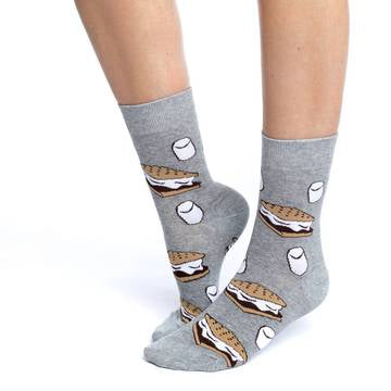 These fun socks feature images of smores and marshmallows on a grey background. Spandex added to the 85% cotton blend gives the socks the perfect amount of stretch to hug your feet.