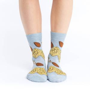 These fun socks feature chicken legs and square waffles on a grey background. Spandex added to the 85% cotton blend gives the socks the perfect amount of stretch to hug your feet.