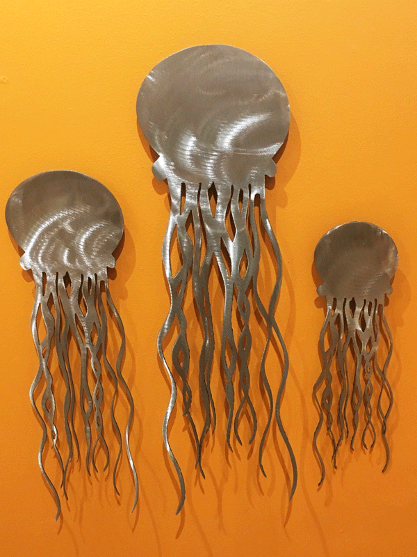 The brushed steel variant of the jellyfish sculpture. The sparkle on the tendrils adds visual interest