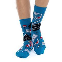 These fun socks have images of everything you will find at the movies like a drink and popcorn, movie tickets, clapboards, and of course 3D glasses. These images are on a background of blue with a black heel. Spandex added to the 85% cotton blend gives the socks the perfect amount of stretch to hug your feet.
