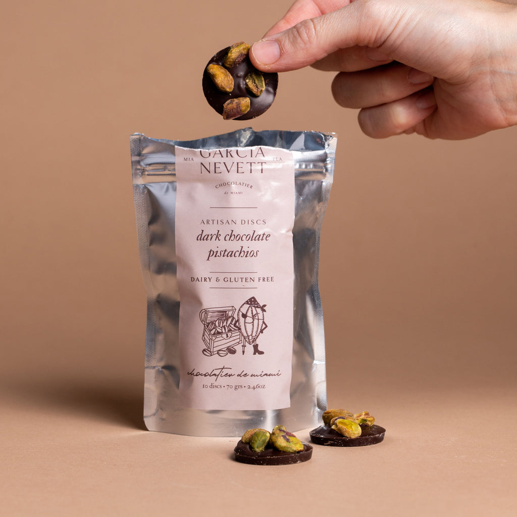 Dark chocolate and pistachios discs