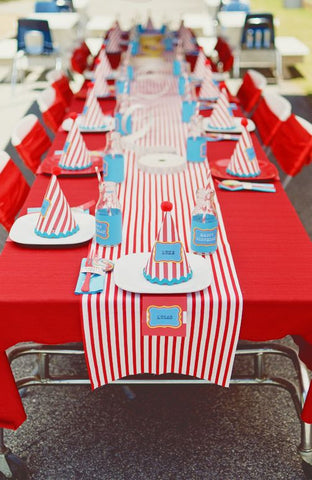 circus party table cloth and centerpieces balloons first birthday