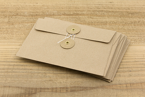 1 KRAFT ENVELOPE with String (M) // Brown