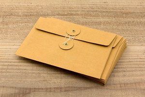 1 KRAFT ENVELOPE with String (M) // Orange