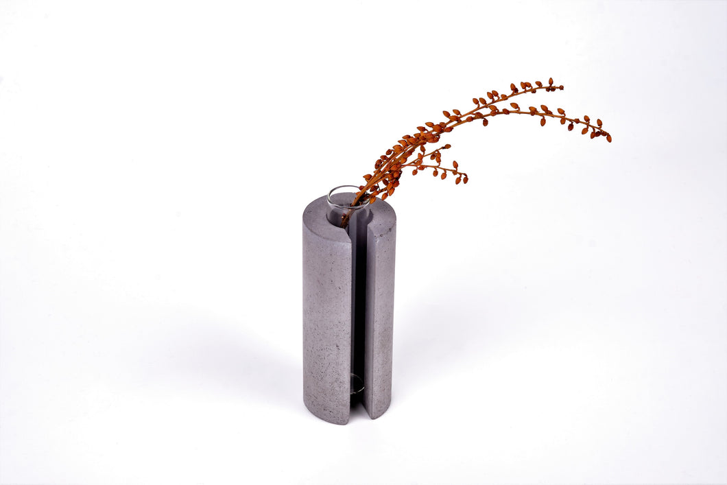 Concrete vase - round with slot -