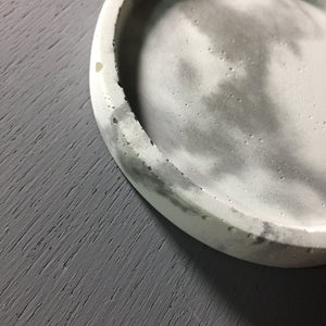 "Concrete round tray / accessory holder (small) - ""marble white"""