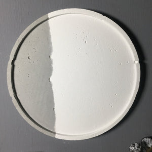 "Concrete round tray / accessory holder (large) - ""couple"""