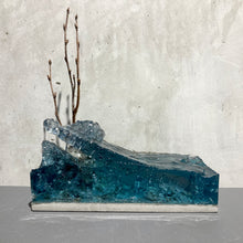 concrete x resin art | standing strong, 2020 | W205mm x D90mm x H245mm