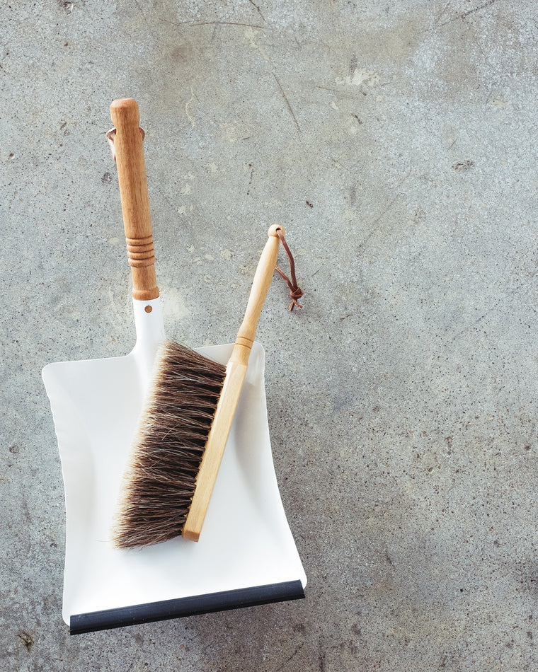 NATURAL WOOD HAND BROOM