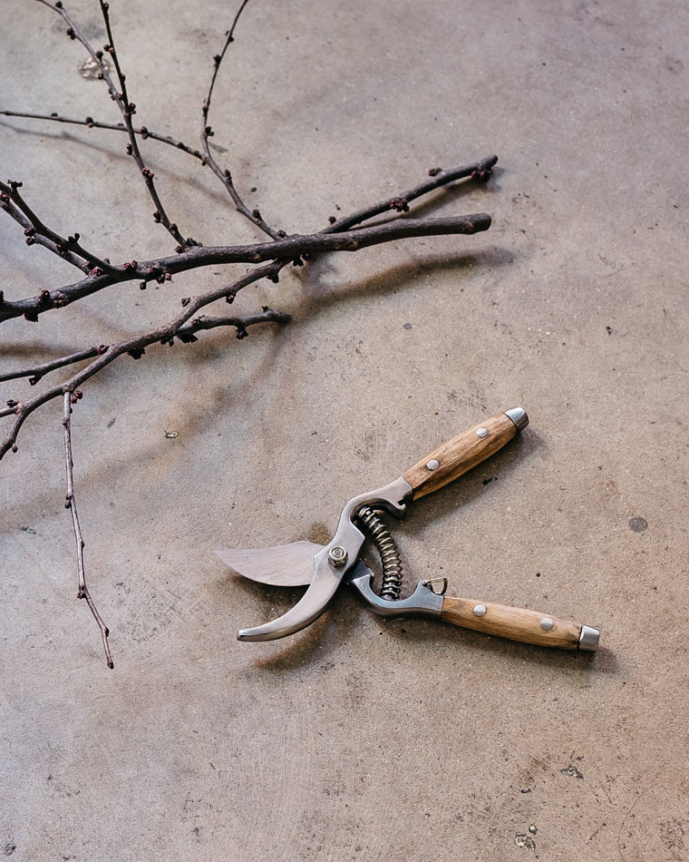 WOOD HANDLE GARDEN SHEARS
