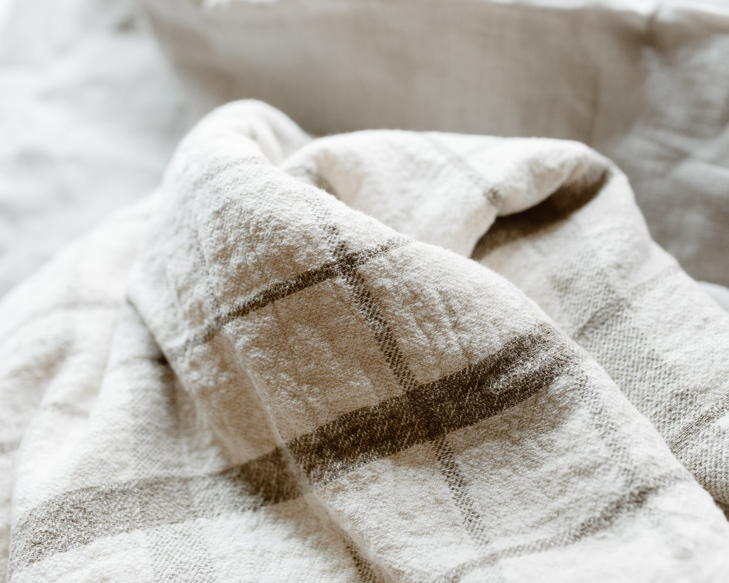 NATURAL PLAID LINEN COVERLET