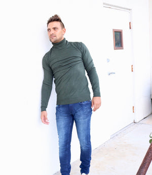XMW-38087 | Classic Turtleneck Sweater Olive