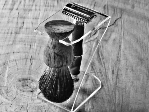 Z-Shape Razor and brush stand in clear or black acrylic - Bundubeard