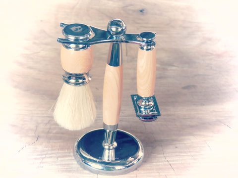 Razor, stand and brush. All metal set with handles and stand wrapped to a light wood apprearance. - Bundubeard