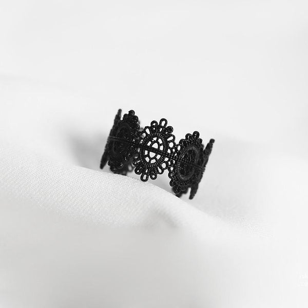 Black Lace Ring - Vampire Vintage Ring Nu-goth Metal lace Gothic Goth Filigree Delicate Black Art-Deco Adjustable Matte Matt