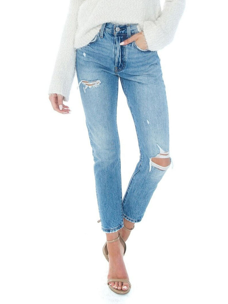 Women outfit in a denim rental from Levis called Baggy Overall