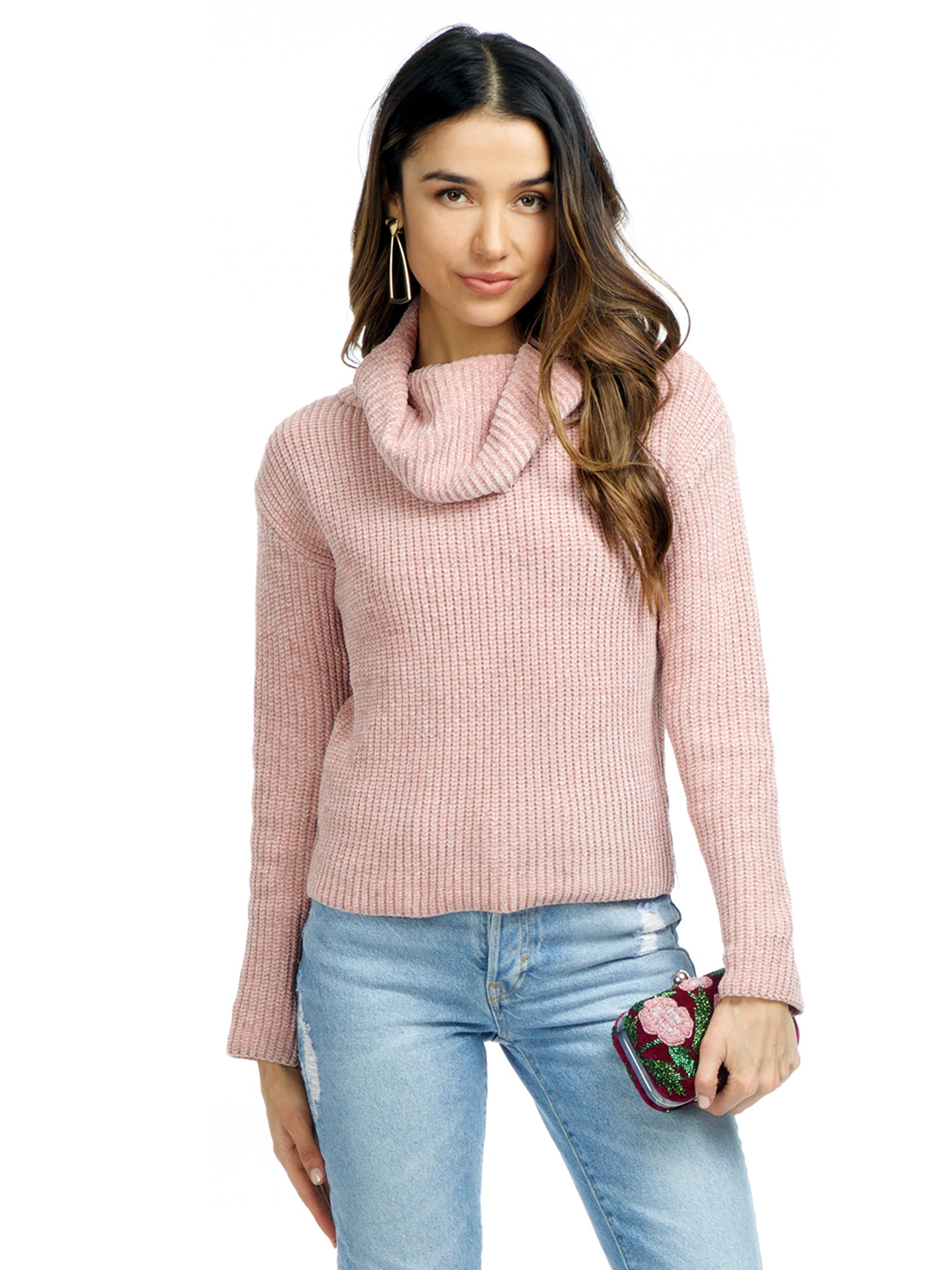 Girl outfit in a sweater rental from FashionPass called Make Me Blush Sweater