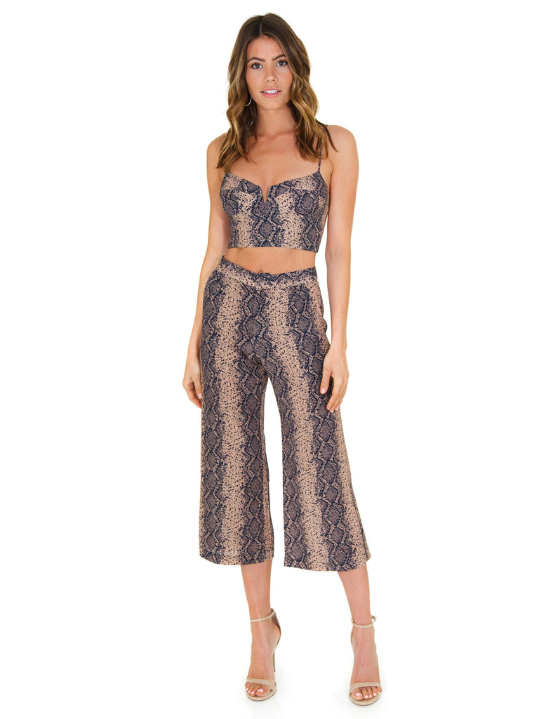 Women outfit in a pants rental from Blue Life called Elle Jumpsuit
