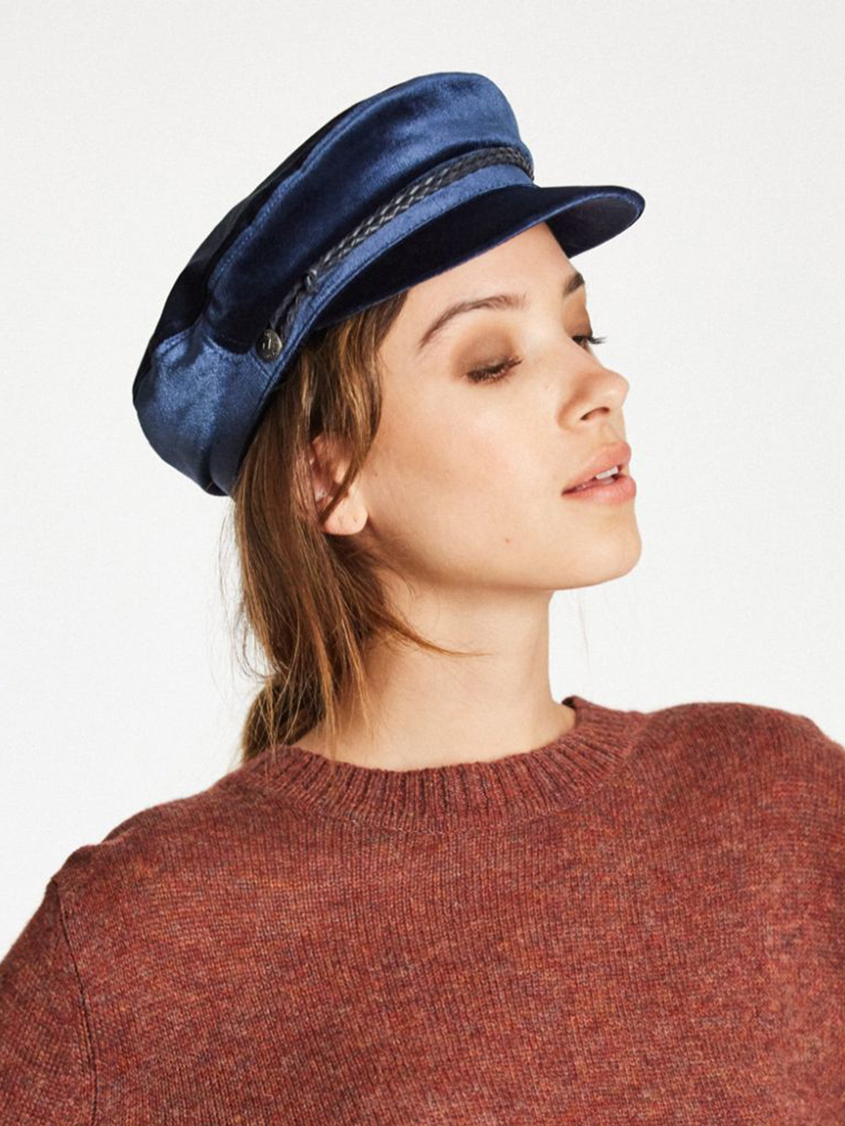 Women outfit in a hat rental from Brixton called Ashland Cap