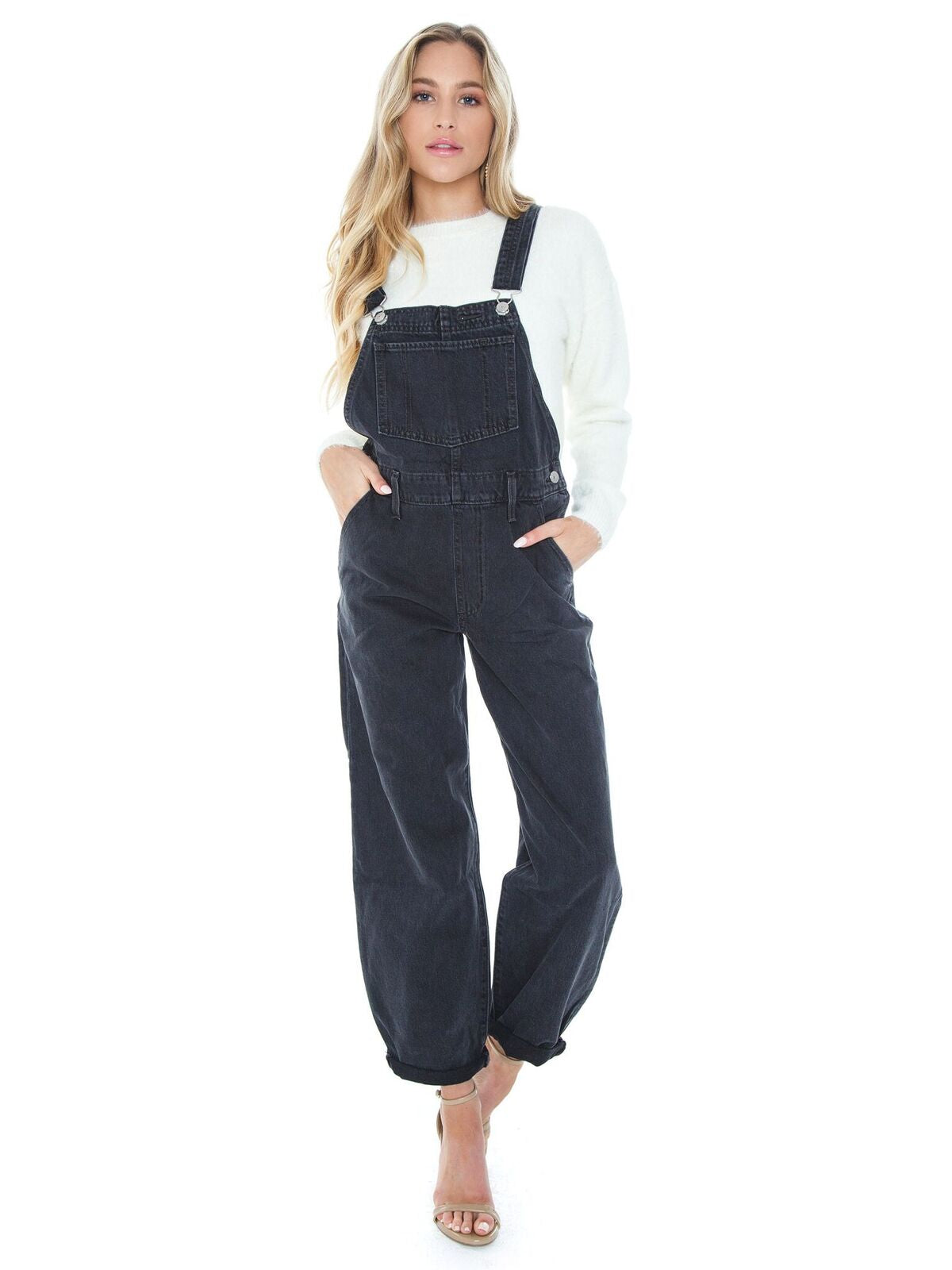 Girl outfit in a jumpsuit rental from Levis called Baggy Overall