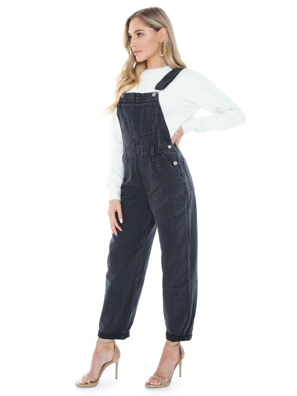 Woman wearing a jumpsuit rental from Levis called Baggy Overall