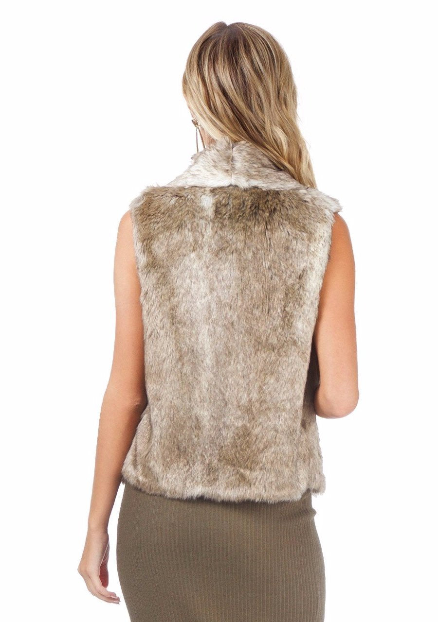 Women outfit in a vest rental from BB Dakota called Jack By Bb Dakota Faux Fur Dwight Vest