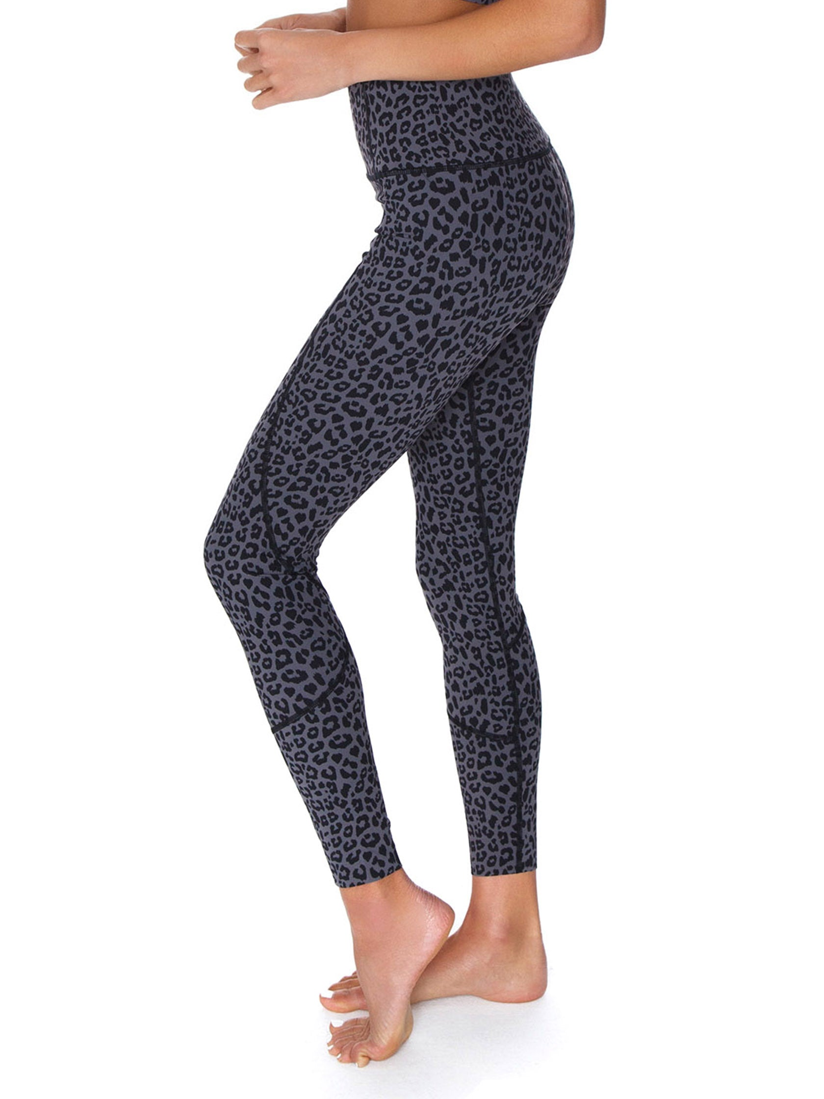 Women wearing a leggings rental from VARLEY called Bedford Tight