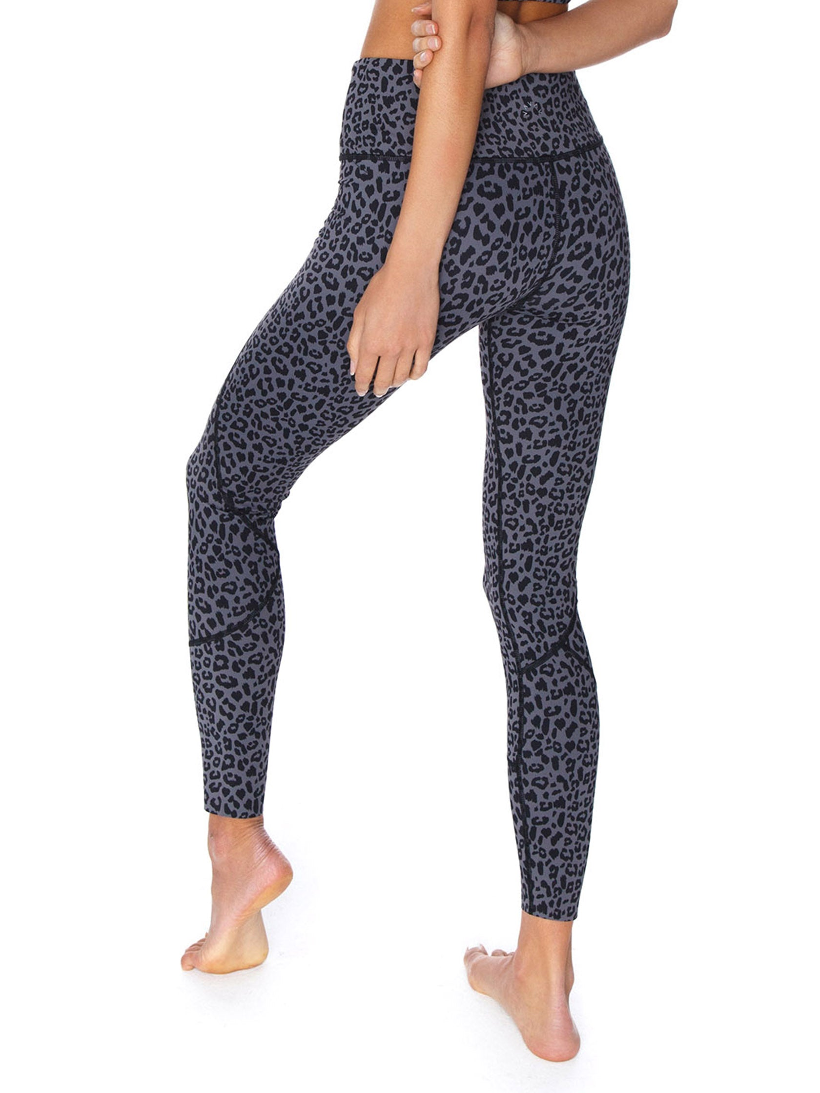 Women outfit in a leggings rental from VARLEY called Bedford Tight