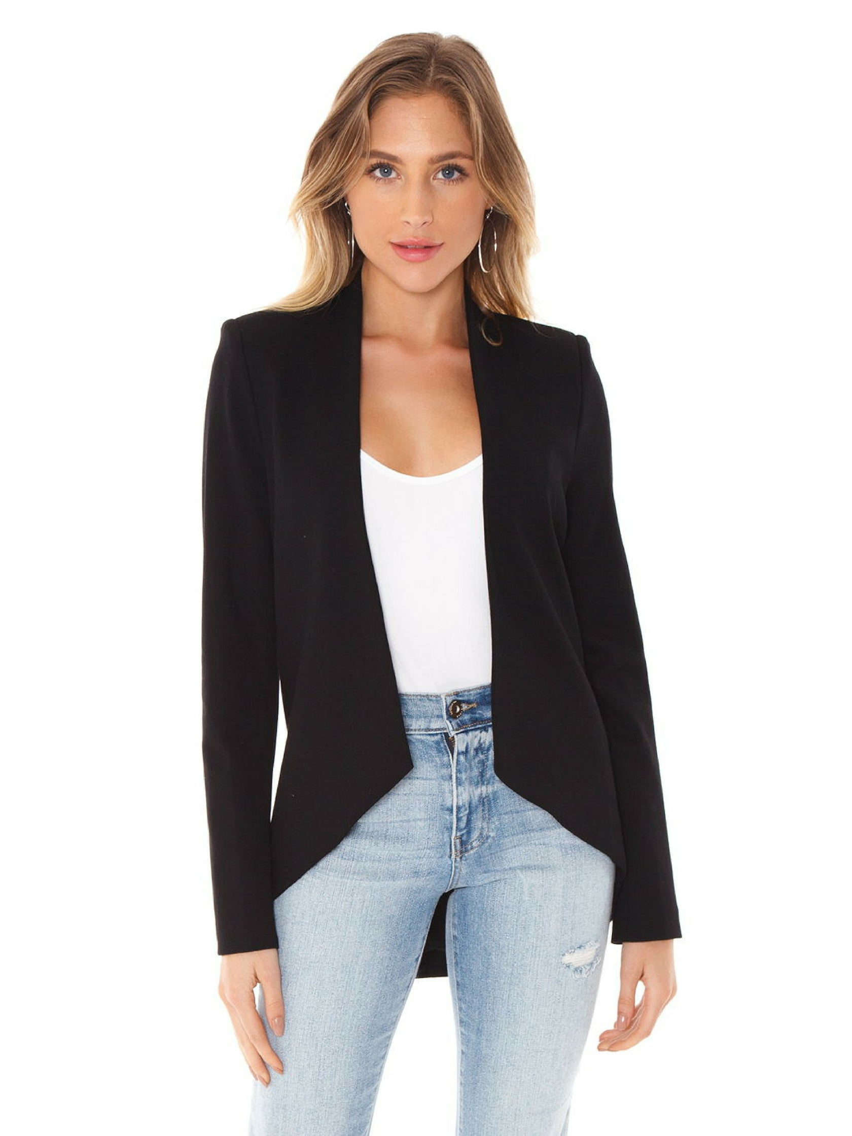 Woman wearing a blazer rental from BLAQUE LABEL called Blazer