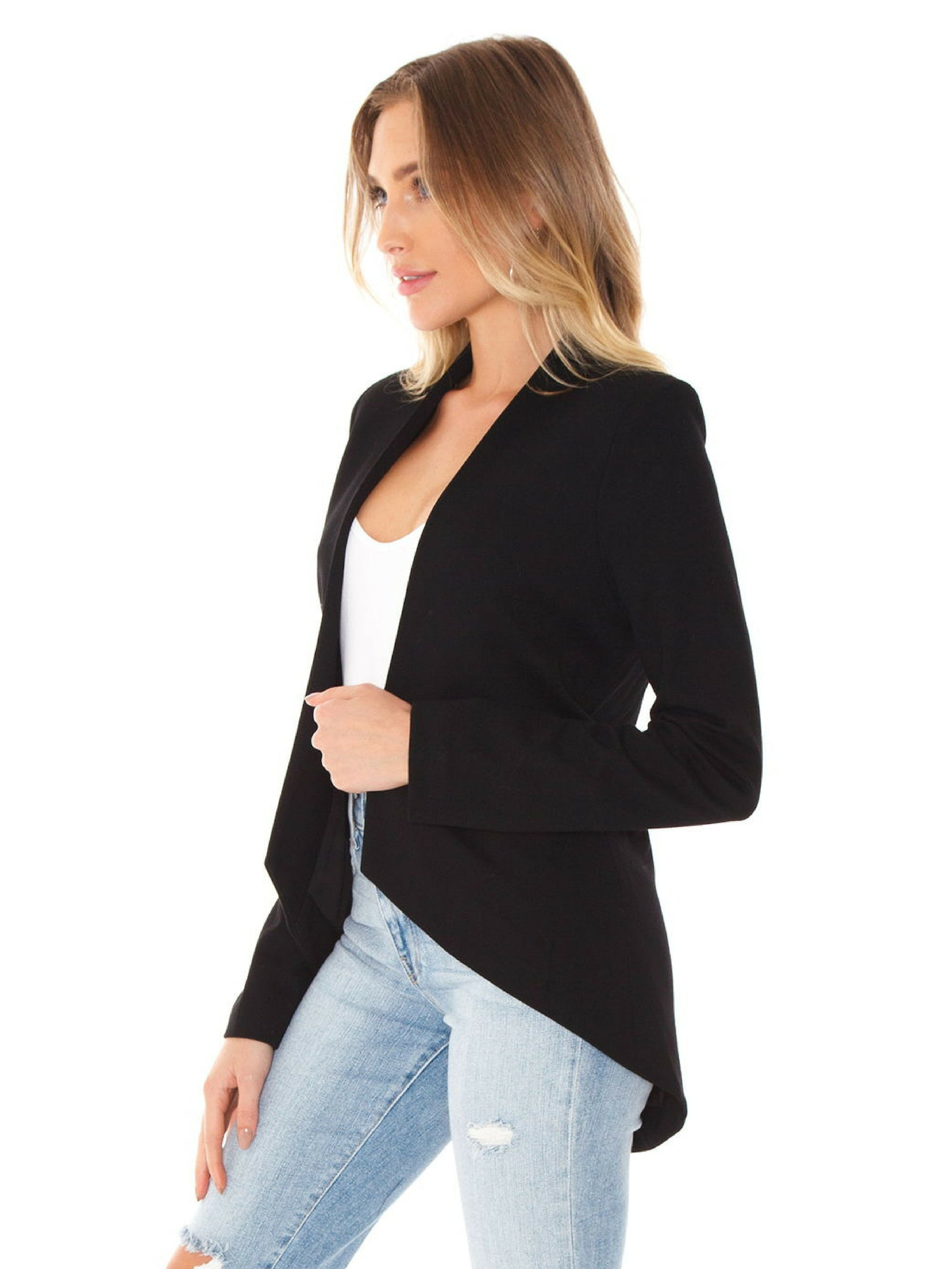Women wearing a blazer rental from BLAQUE LABEL called Blazer