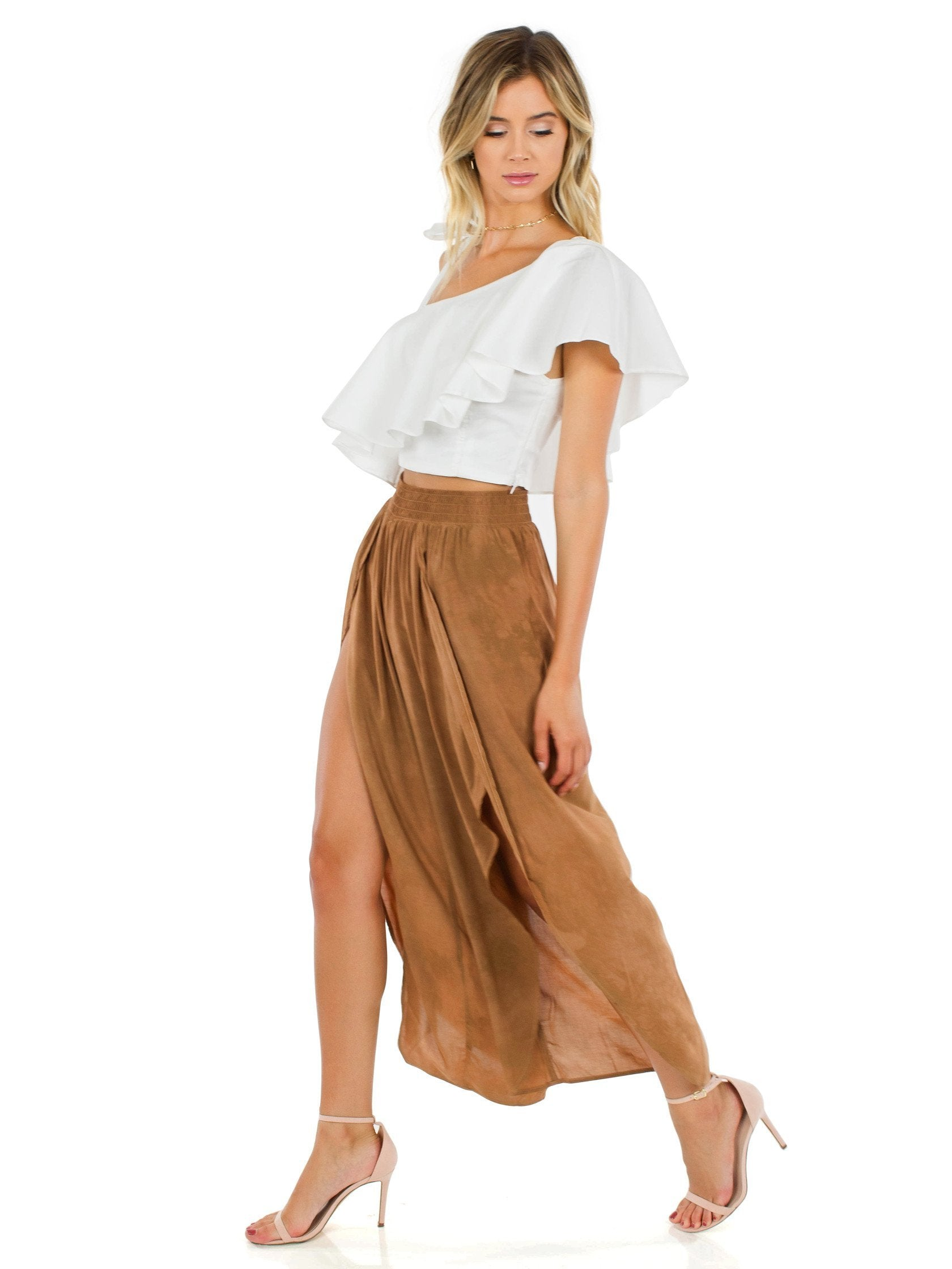 Women outfit in a pants rental from Blue Life called Jeanne Wrap Culotte