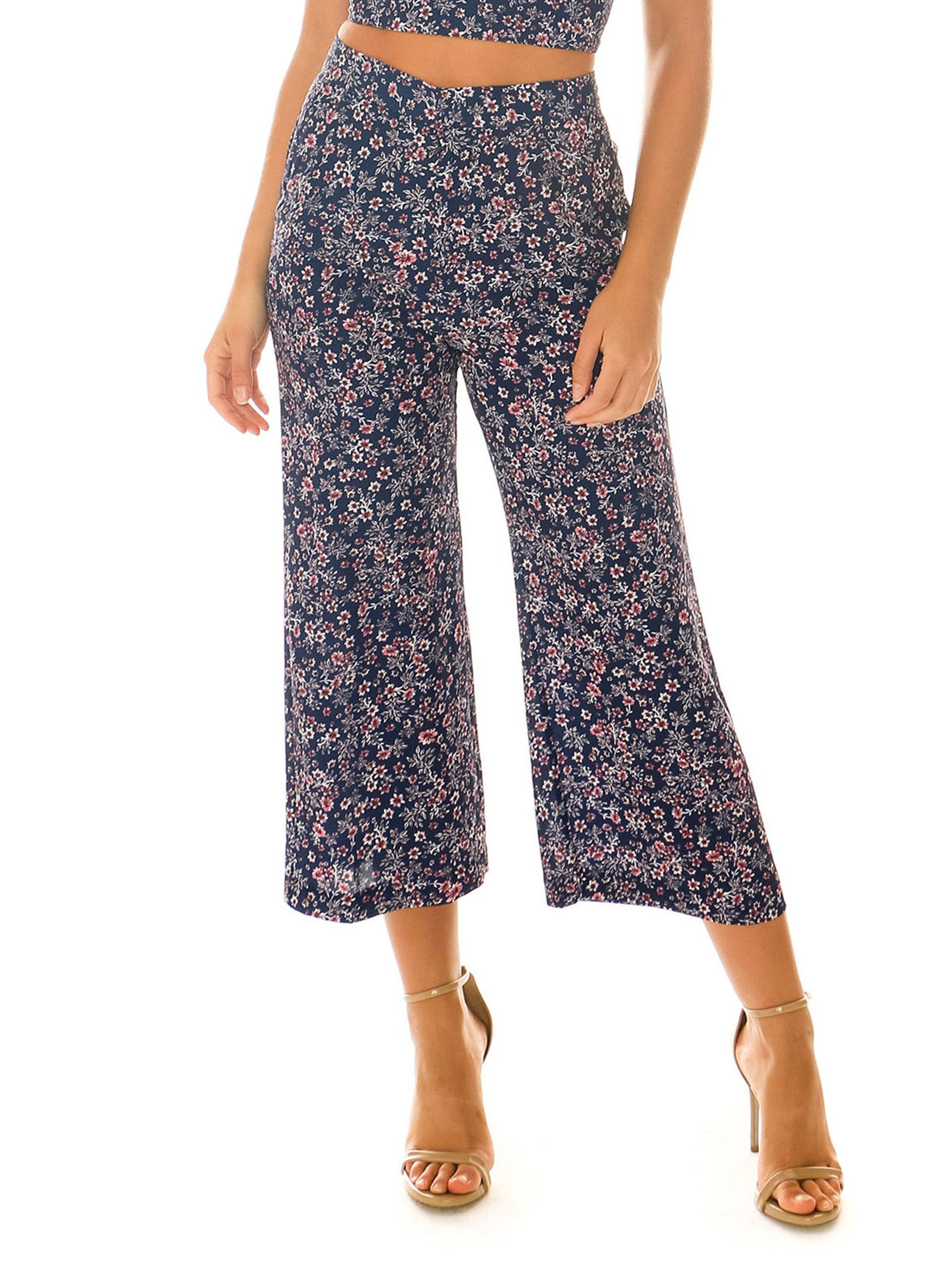 Woman wearing a pants rental from Blue Life called Camilla Pant