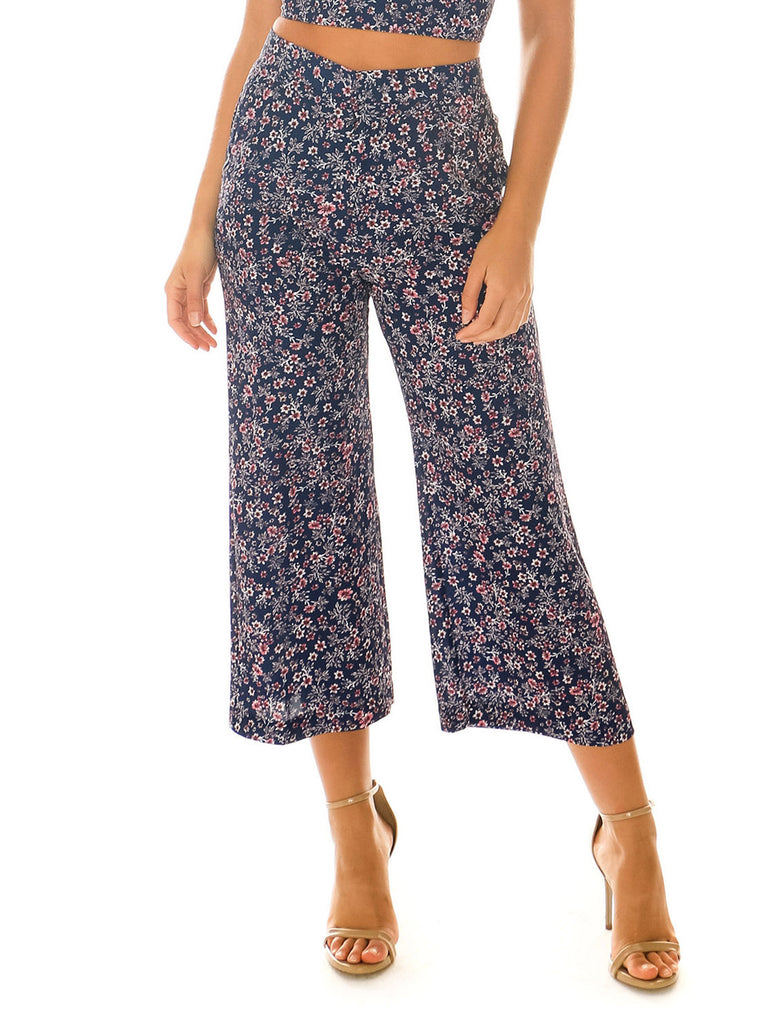 Women wearing a pants rental from Blue Life called Camilla Pant