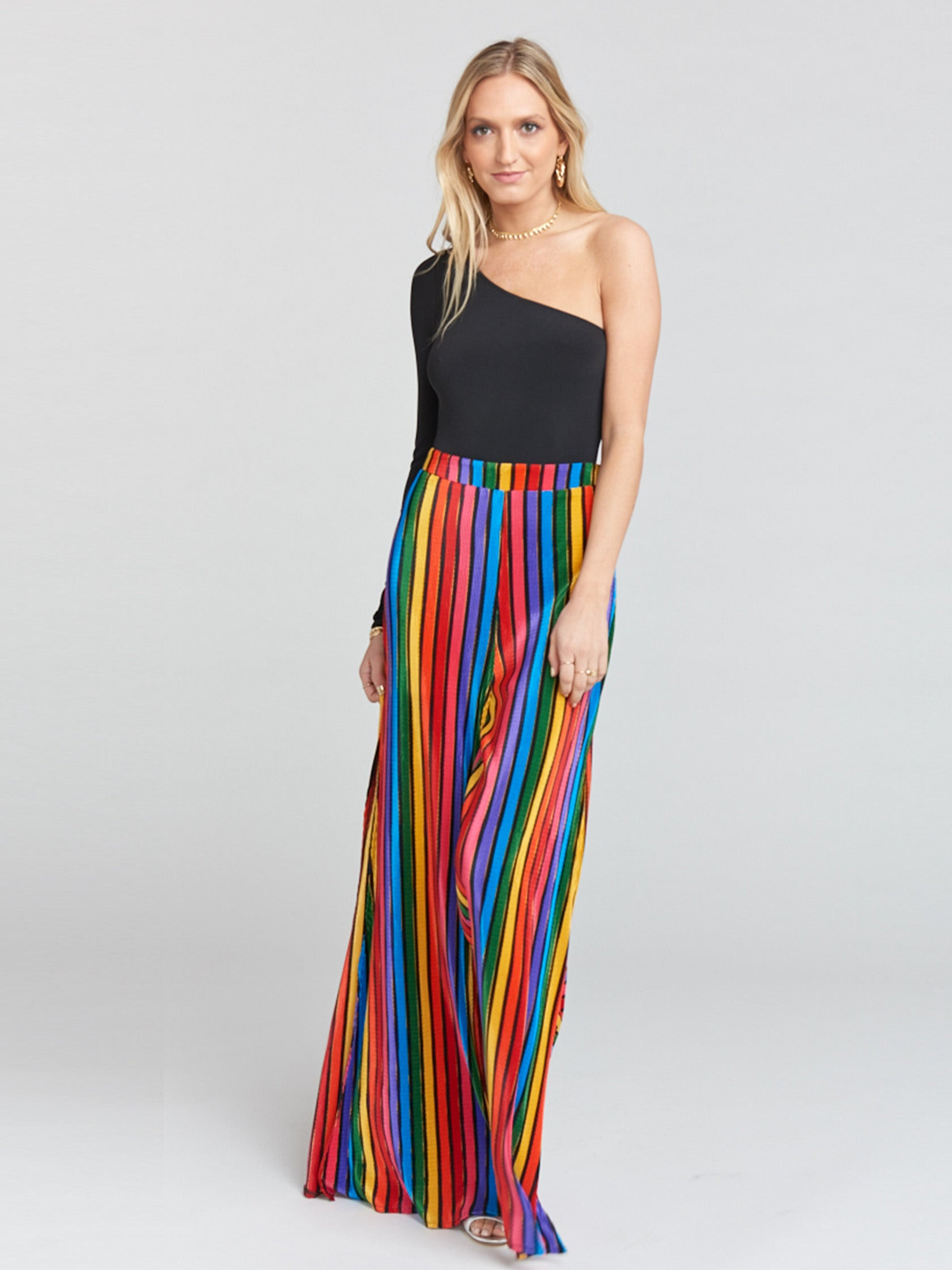 Woman wearing a pants rental from Show Me Your Mumu called Campbell High Slit Pants