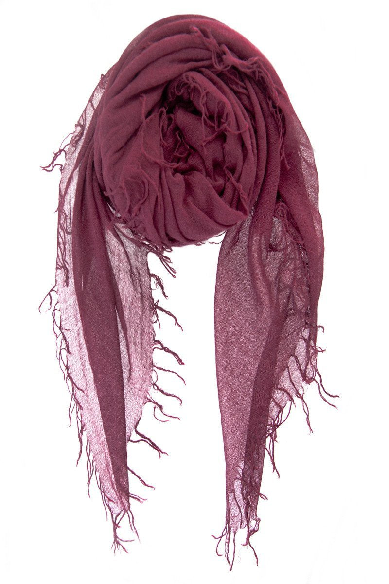 Women outfit in a scarf rental from Chan Luu called Fig Cashmere Silk Fringe Scarf