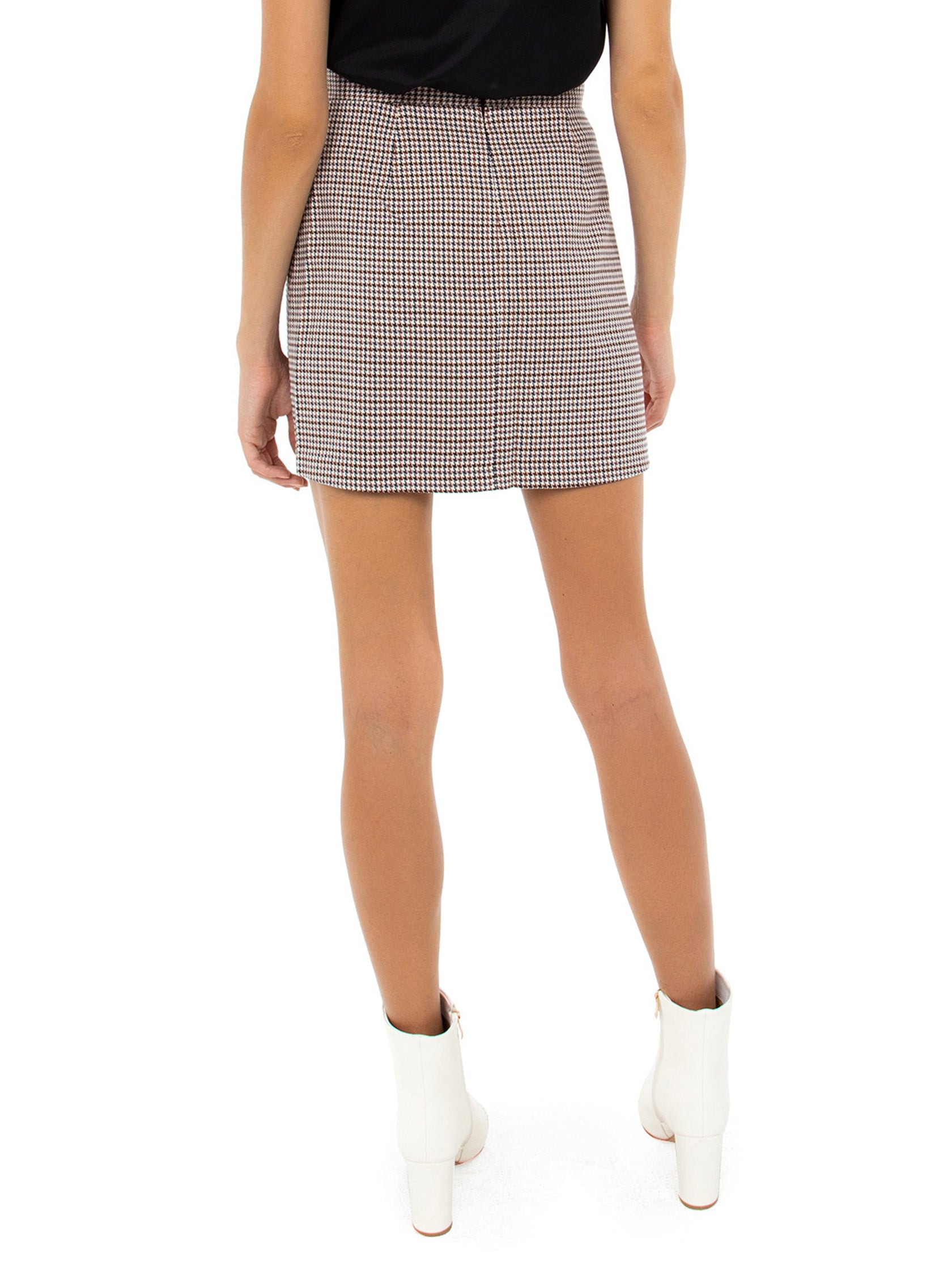 Women outfit in a skirt rental from BB Dakota called Check It Out Skirt